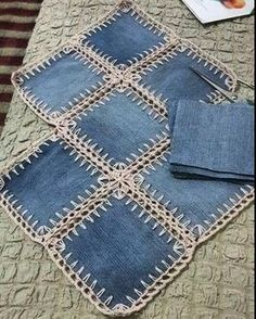 A denim-look combination of woven fabric and crochet (fusion crochet) . Fabric Crochet Quilt Source by enayylmazer grannie square and denim quilt - Yahoo Image Search Results This Pin was discovered by med High Tea crochet quilt: http:/ Crochet Flower Patterns, Crochet Flowers, Knitting Patterns, Sewing Patterns, Denim Bag Patterns, Crochet Ideas, Crochet Quilt, Crochet Granny, Crochet Stitches