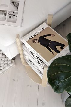 Stool Frosta up and down becomes magazine rack - Stylizimo - domesticated Units