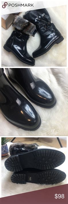 """Stuart Weitzman Black Snowflake Rubber Boots 7.5 Stuart Weitzman Women's Black Faux-fur-lined Snowflake Rain Boot. Plush faux fur lines a water-resistant rubber boot designed with a grainy, faux-leather shaft that's split at the front. Size 38/7.5 size per SW sidings charts. Retail$200 •Approx. heel height: 1"""". •Approx. boot shaft height: 11 1/4""""; 14 1/2"""" calf circumference. •Synthetic upper/leather and polyester faux-fur •0313 Stuart Weitzman Shoes Winter & Rain Boots"""
