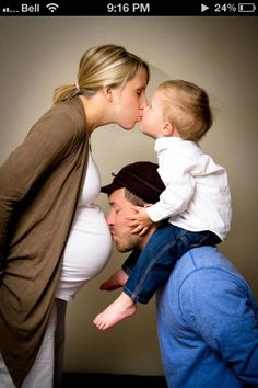 This is too Cute to explain. One of my favorite #MaternityPictures that I have seen. It is real #BeautyOfPregnancy