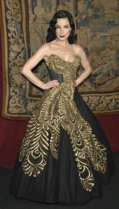 Black & gold dress the looks like the dress Blair wore to her senior prom