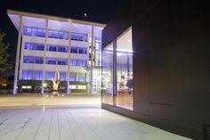 """Un restaurante a la vanguardia de la arquitectura en #Bertagne Luxemburgo. Diseñado por el estudio """"WW+"""" , utiliza el #porcelánico extrafino #XLIGHT como material clave para crear un proyecto ecoeficiente. - #Projects #building #arquitectura #architecture #restaurant #facada #facades #design #minimalism"""