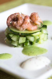 Hapje met komkommer, garnalen en Griekse yoghurt