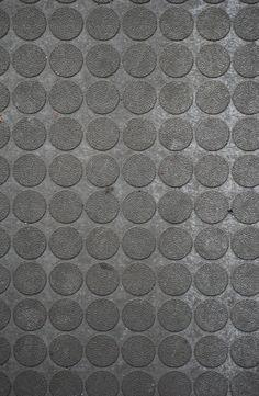 PUNT: Deze massa van punten wordt een textuur op de vloer.