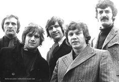 Moody Blues (1968) (L-R) Mike Pinder, Justin Hayward, Graeme Edge, John Lodge & Ray Thomas