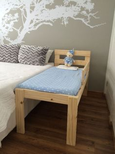 This gorgeous pine toddler co-sleeper bed is all you need to improve your night's sleep. Keep your little one close by while getting your space back in your bed. No restless nights, a good night's sleep = happy family Diy Toddler Bed, Baby Crib Diy, Baby Cribs, Baby Bedding, Diy Dog Bed, Diy Bed, Co Sleeper Bed, Raised Dog Beds, Family Bed