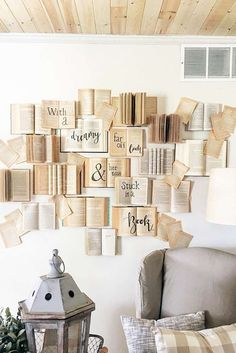 DIY Buch Wand Tutorial DIY book wall tutorial - - Check more at decoratio Diy Wand, Creative Wall Decor, Creative Walls, Unique Wall Decor, Creative Ideas, Book Wall, Creation Deco, Diy Décoration, Easy Diy