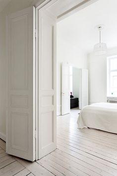 Love the white wood floor. Blog: B L O O D A N D C H A M P A G N E