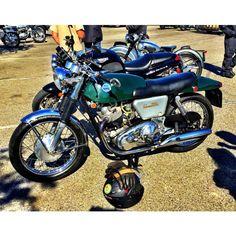 Motorcycle Monday Norton Commando Fastback 750. #NortonCommando #NortonMotorcycles #nortoncommando750 #Motorcycle #MotorcycleLife #MotorcycleCulture #caferacer #BritishSteel #MadeInEngland #StreetBike #StreetTracker #FlatTracker #DirtTracker #Dirtbike #Motocross #MotoX #MX #SuperMoto #Supercross #SX #Bobber #CrotchRocket #MotorcycleMonday #ClassicBike #classicmotorcycle #vintagemotorcycle #DesertSled #HareandHound #Scrambler #Bobber #BikePorn