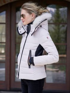 Mode Au Ski, Down Ski Jacket, White Blonde, Winter Jackets, Ski Jackets, Snow Suit, Ski And Snowboard, Moncler, Sport Fashion
