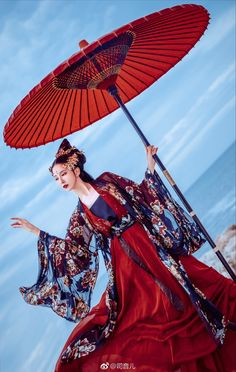微博 Chinese Traditional Costume, Hanfu, Lolita Dress, China, Classic Beauty, Character Inspiration, Asian Beauty, Cosplay, Feminine