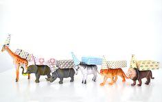 Hoera! Er is er één jarig! Oei, dat betekent ook weer trakteren... Ik zocht 10 makkelijke kindertraktaties voor je op die nog leuk zijn ook! Birthday Treats, Party Treats, Party Gifts, Little Girl Birthday, Baby Birthday, 1st Birthday Parties, Happy B Day, Animal Party, Party Animals
