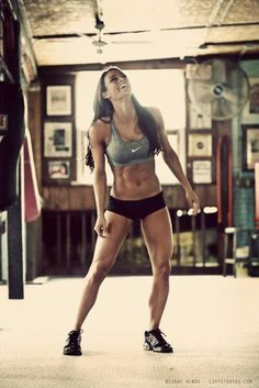 I want to be THIS strong. Pretty sure those legs and abs will get me through the zombie apocalypse.