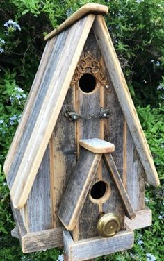 Rustic A-frame Birdhouse Rustic A-frame Birdhouse Source wood workings, wood working for beginners, wood working Bird House Plans, Bird House Kits, Birdhouse Designs, Birdhouse Ideas, Rustic Birdhouses, Bird Houses Diy, Bird Aviary, Amazing Decor, Nesting Boxes