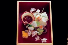 In Kyoto, kaiseki restaurants serve Japan's version of haute cuisine, with an elaborate style that dates back to the century. Japanese Bento Box, Japanese Food Art, Japanese Colors, Places To Eat, No Cook Meals, Kyoto, Love Food, Homemade, Dishes