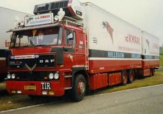 In DAF introduced a wider (by 20 cm) version of tilt cab which gave the company a new flagship received a wide grille made of black plastic and four round headlights. Show Trucks, Trucks And Girls, Bus, Commercial Vehicle, Classic Trucks, Heavy Equipment, Cars And Motorcycles, Old School, Transportation
