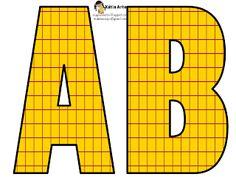 Alfabeto amarillo con cuadrícula roja.