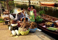 Tha Kha Floating Market Moo 2   Tha Kha, Amphawa 75110, Thailand