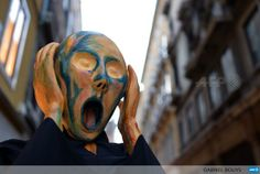 "A reveller wearing a mask depicting Munch's painting ""The Scream"" poses during Venice carnival by @GABRIELBOUYS #AFP pic.twitter.com/UOkf1FrE2y"