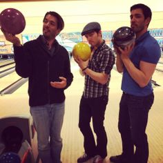 I bet you'd be scared to come across this mean looking gang in a back alley :) #BowlingNight with JD Scott & Jonathan Silver Scott & Drew Scott