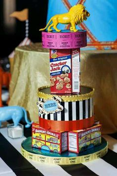 Cool Circus Themed Centerpiece Carnival Party Idea At Birthday In A Box Vintage Wedding Baby Shower Flower - Inspiration & Idea Of Bacelet Vintage Circus Party, Circus Carnival Party, Circus Theme Party, Circus Baby, Carnival Birthday Parties, Circus Birthday, Circus Wedding, Vintage Carnival, 2nd Birthday