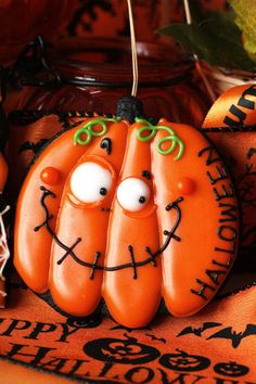 jack-o-lanterns halloween pumpkin cookies // Coupefeti