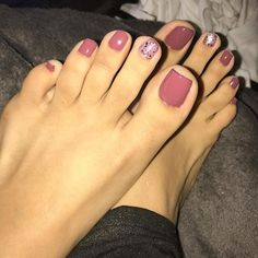 50 + cute toenails art for the summer - Page 19 of 50 - LoveIn Home - Toenails, feet art, toenails design, summer toenail ideas. Purple Toe Nails, Purple Toes, Pretty Toe Nails, Cute Toe Nails, Toe Nail Color, Summer Toe Nails, Cute Acrylic Nails, Pretty Toes, Toe Nail Art