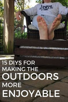 Make your outdoors a fun place to be with these DIY Summer hacks for keeping cool and making your outdoor decor awesome. From solar lights to privacy screen you'll find many porch and outdoor ideas you can easily make on a budget to have fun outside. Rustic Outdoor Decor, Outdoor Ideas, Rustic Patio, Outdoor Projects, Outdoor Spaces, Mother Daughter Projects, Pallet Patio, Garden Types, Summer Diy