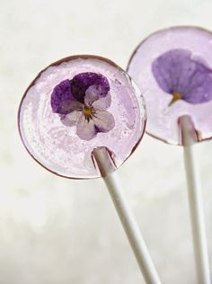 Kali: Food Goddess: 20 Beautiful Dishes with Edible Flowers