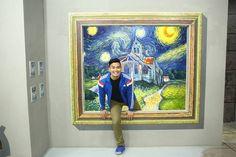 - a visitor to Manila's Art in Island selfie museum enjoys an intimate moment with Van Gogh. 3d Art Museum, Design Museum, Children's Museum, Interactive Museum, Interactive Art, Illusion Photos, Great Works Of Art, Galerie D'art, Call Art
