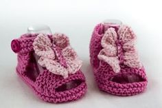 Knitting pattern for Baby Sandals with Ruffle. The ruffle looks like a butterfly to me. They feature a garter stitch sole, enclosed heel, front and ankle straps that are topped with a pretty ruffle. 3 sizes: birth to 3 months, 3 to 6 months and 6 to 12 months Esty affiliate link tba