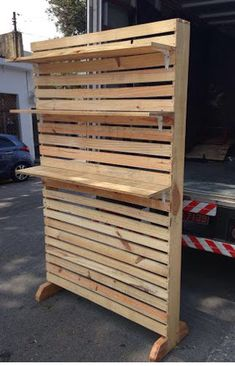 Antique Booth Displays, Craft Booth Displays, Store Displays, Pallet Display, Diy Pallet Wall, Pallet Walls, Wood Pallet Furniture, Wood Pallets, Diy Furniture
