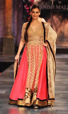 Dia Mirza walking for Manish Malhotra's Mijwan Sonnets in Fabrics in Mumbai. - Feme Fashions.