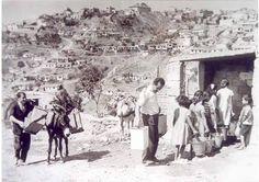 1960'larda Gaziosmanpaşa gecekonduları ve malum çeşme başı su kuyruğu...