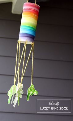Lucky Wind Sock - A St Patrick's Day Kid Craft - With little more than watercolors and yarn you'll be inviting all the luck with this St. St Patricks Day Crafts For Kids, St Patrick's Day Crafts, Holiday Crafts, Holiday Fun, Mobiles, St. Patricks Day, Diy Upcycling, Rainbow Crafts, Ideas