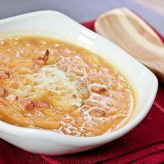 Tradycyjny kapuśniak z kiszonej kapusty – przepis Cheeseburger Chowder, Ethnic Recipes, Food, Kitchens, Essen, Meals, Yemek, Eten