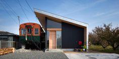 Bekas Gerbong Kereta Disulap Jadi Ruang Bermain dan Musik | 04/03/2015 | KOMPAS.com - Pendiri studio Container Design yang berbasis di Kobe, Jepang, Takanobu Kishimoto menciptakan rumah satu lantai, bernama Platform. Rumah ini terletak di Takasago, Tokyo, Jepang. Keunikan rumah ... http://propertidata.com/berita/bekas-gerbong-kereta-disulap-jadi-ruang-bermain-dan-musik/ #properti #rumah