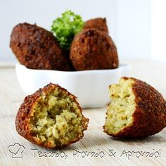 Falafel & Tahini sauce, easy and delicious Middle Eastern snack. Veggie Recipes, Vegetarian Recipes, Cooking Recipes, Healthy Recipes, I Love Food, Good Food, Yummy Food, My Favorite Food, Favorite Recipes
