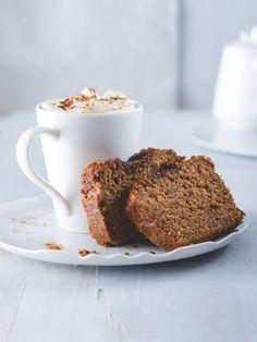 Jemně kořeněný, tak akorát sladký a díky jablečnému pyré a špaldové i ovesné mouce také zdravý moučník. Dát si jej můžete k snídani, ale také k odpolednímu čaji. Yum Yum, Banana Bread, French Toast, Food And Drink, Breakfast, Morning Coffee