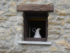Ventana con jarrón, de Asturias
