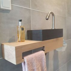 Practical and easy organization ideas for small bathrooms Small Toilet Room, Guest Toilet, New Toilet, Bathroom Accessories Luxury, Toilet Accessories, Shower Accessories, Small Luxury Bathrooms, Small Bathroom, Modern Bathroom Design