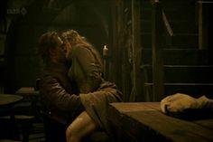 tom hiddleston kissing gif | Re: TOM HIDDLESTON