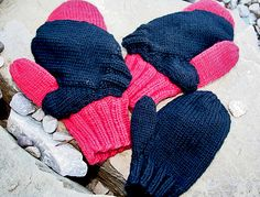 Ravelry: Mommy and Me Conjoined Mittens pattern by Tamara Ell