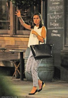 Taxi for one! Pippa Middleton was snapped hailing a taxi on Fulham Road at 1am...