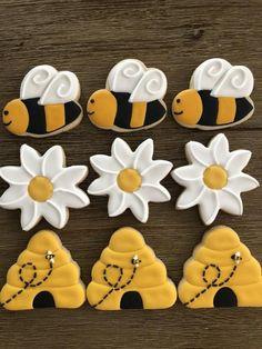 Bee and Honeycomb Cookies – Hanukkah Bee Cookies, Cocoa Cookies, Fancy Cookies, Flower Cookies, Easter Cookies, Birthday Cookies, Custom Cookies, Cut Out Cookies, Cupcake Cookies