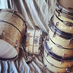 Aged White Pearl with Black Diamond Pearl Inlay, 3.0mm Triple Flanged Hoops, 6 ply Maple, 20x18, 12x8, 14x12, 16x14, 14x7 Split Vented Snare