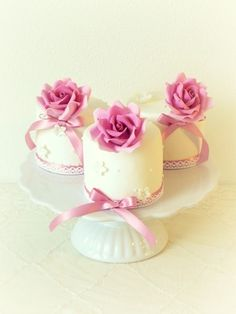 Mini Birthday Cakes | Rose cakes www.piccolielfi.it