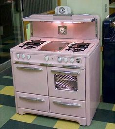 Retro home decor - Easy but Ingenious retro decor suggestions. diy retro home decor vintage kitchen ideas posted on this day For more fantabulous examples push the link to peruse the article idea 4004144001 now Vintage Decor, Vintage Pink, Vintage Furniture, Modern Furniture, Furniture Design, Vintage Stuff, Deco Champetre, Old Stove, Stove Oven