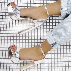 M O N E Y silver ✔️ #windsorsmith #wsmoney #flaredheel #platforms #sexy #style