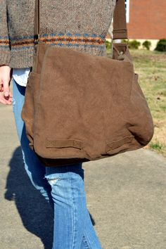messenger bag, stylish bag for class and school | #fashion #accessories #bag #school